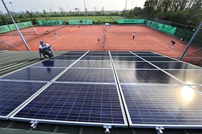 Tennisclub: overschot stroom leidt tot verminder gasverbruik