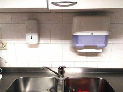 Provincie Fryslân betaalt zeepdispensers en handdoekjesautomaat