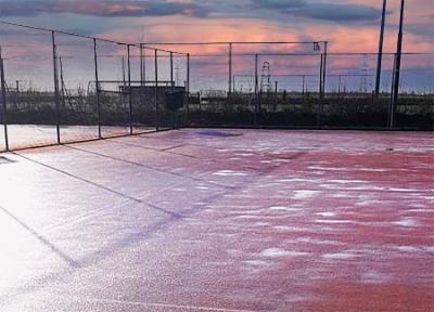 IJsvloer op tennisbaan Akkrum